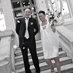 photographie mariage marseille maries sortie mairie